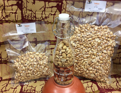 Erdnüsse aus Togo in der praktischen Bügelflasche oder als Nachfüllpackung