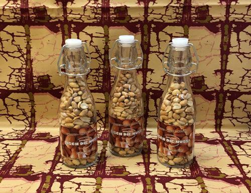 Zisch die Nuss, Erdnüsse wie in Togo in der Flasche