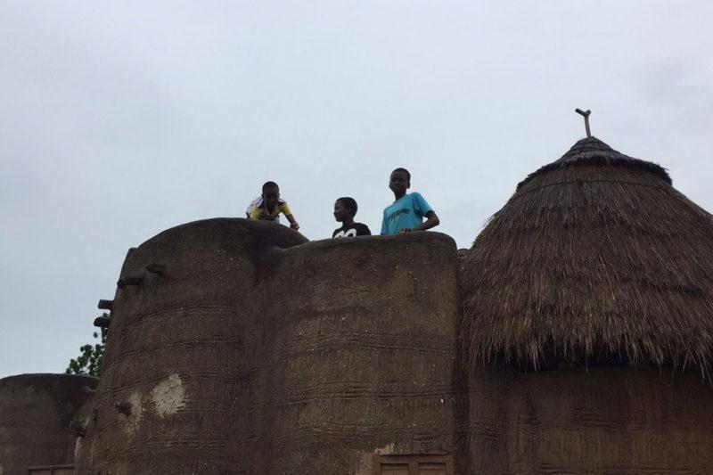Togo-Reise - Sommer 2017 - Kinder auf einem Tata