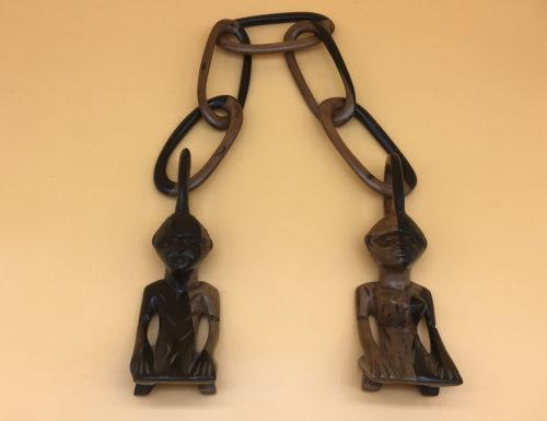Kette zur Hochzeit. Aus einem Stück geschnitzt. Afrikanische Hochzeitskette.
