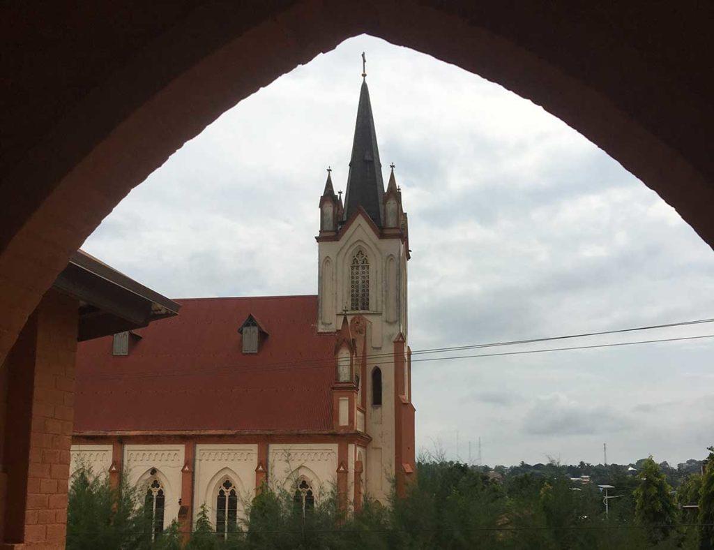 Die Kathedrale von Kpalimé vom Bischofssitz aus.