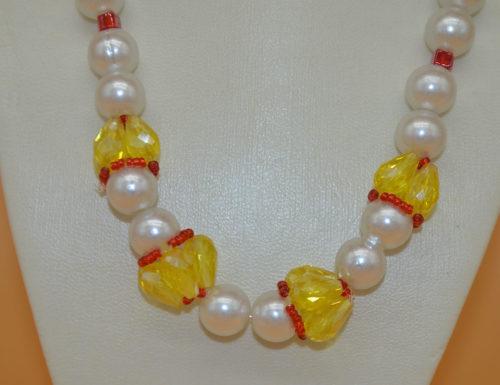 Kette mit großen Perlen rot gelb