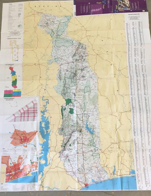 Komplett ausgefaltete Straßen- und Landkarte von Togo