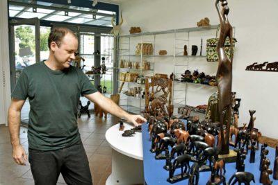 Andreas Kopp im Afrika-Laden